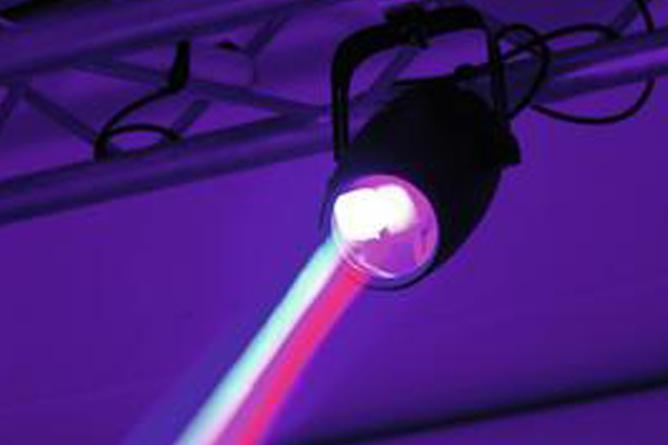 Spiegelkugeln wollen es farbig und hier mit starker LED-Bestückung
